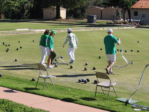 Over at the lawn bowling green, I saw many shirts of green!